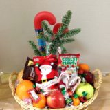xmas basket with fruit