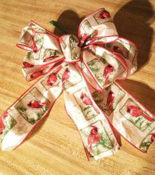 Christmas bow with red birds
