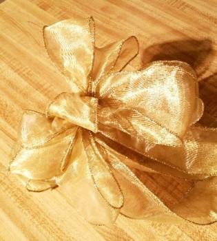 Gold lamme Christmas bow